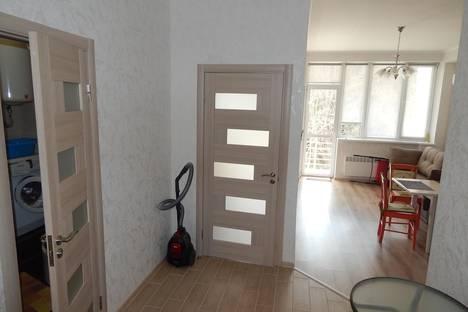 Сдается 2-комнатная квартира посуточнов Массандре, Прибрежная 7.