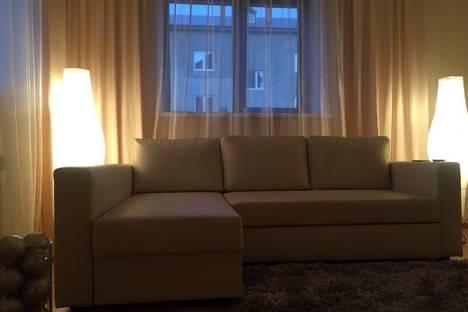 Сдается 3-комнатная квартира посуточно, ул. Революционная, 11.