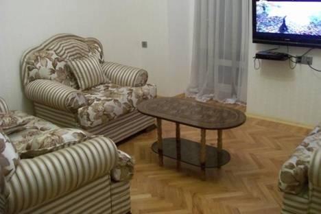 Сдается 2-комнатная квартира посуточно в Баку, ул. Мамедалиева, 9.