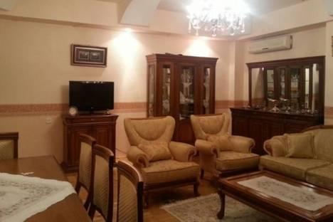 Сдается 4-комнатная квартира посуточно в Баку, пр. Хатаи, 44, корп. 8.