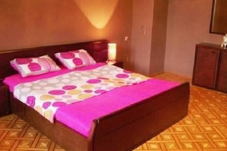Сдается 3-комнатная квартира посуточно в Баку, ул. Зарифа Алиева, 50.