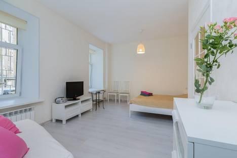 Сдается 1-комнатная квартира посуточнов Санкт-Петербурге, ул. Казначейская, 2.