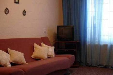 Сдается 2-комнатная квартира посуточно, ул. Варенцовой, 11.