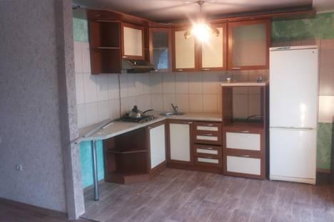 Сдается 3-комнатная квартира посуточно в Саратове, Лунная 2/6.