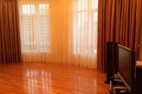 Сдается 5-комнатная квартира посуточно в Баку, С. Вургуна, 77.