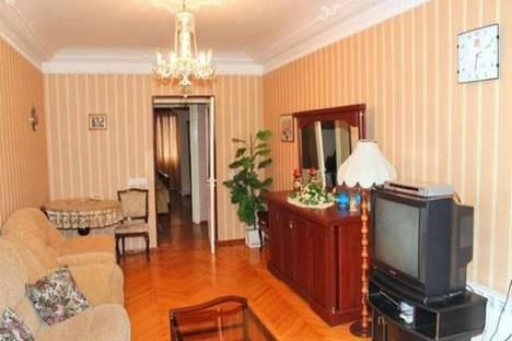 Сдается 1-комнатная квартира посуточно в Баку, ул. Узеира Гаджибекова, 51.