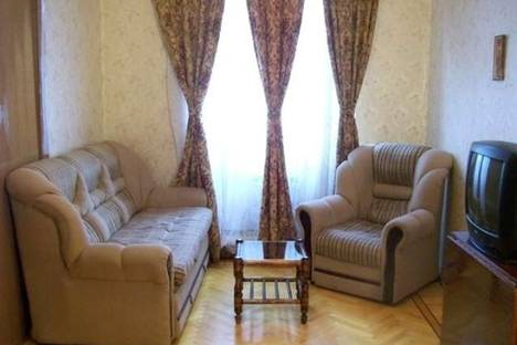Сдается 2-комнатная квартира посуточно в Баку, Низами, 99.