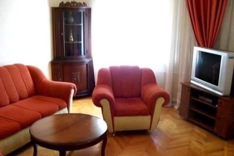 Сдается 2-комнатная квартира посуточно в Баку, Низами, 103.