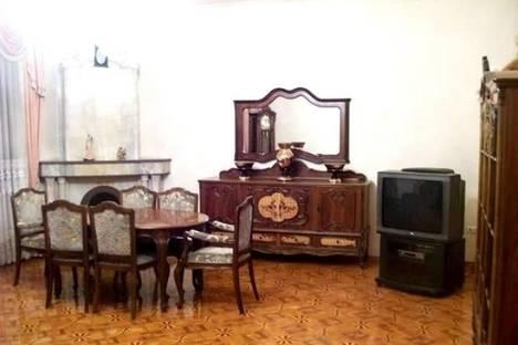 Сдается 3-комнатная квартира посуточно в Баку, проспект Азадлыг, 14.