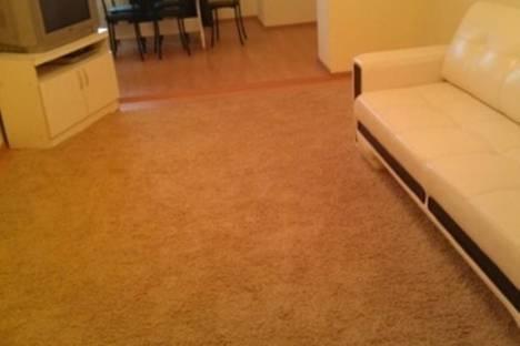Сдается 2-комнатная квартира посуточно, Семерджиева, 173 Б.