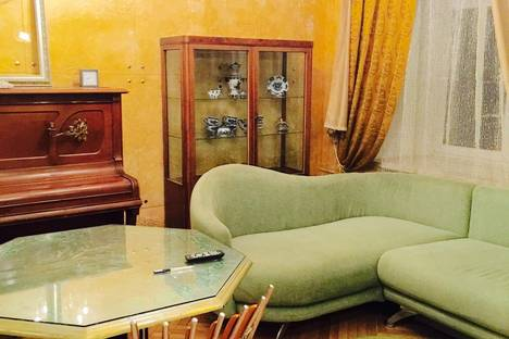 Сдается 2-комнатная квартира посуточно в Москве, ул. Народная, 13.