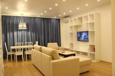 Сдается 2-комнатная квартира посуточно в Кирове, ул. Урицкого, 48.