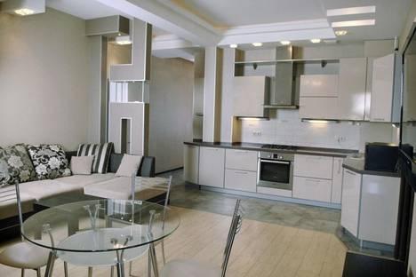 Сдается 3-комнатная квартира посуточнов Сочи, ул. Первомайская, 13.