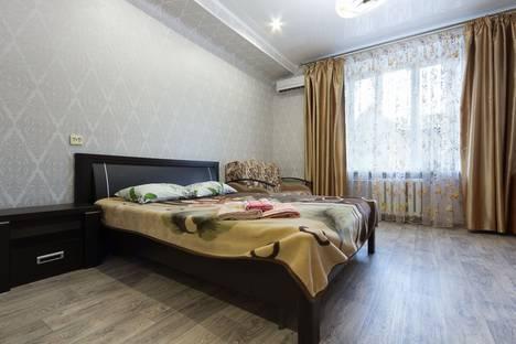 Сдается 1-комнатная квартира посуточно в Астрахани, площадь Ленина, 12.