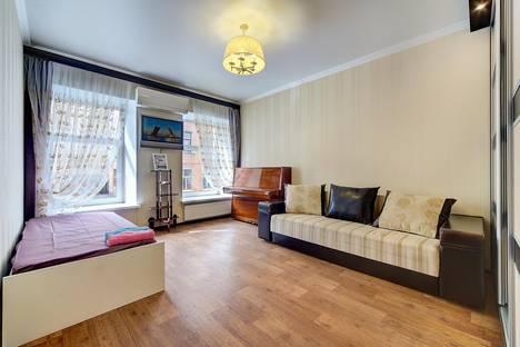 Сдается 2-комнатная квартира посуточнов Санкт-Петербурге, ул. 5-я Советская, 41.