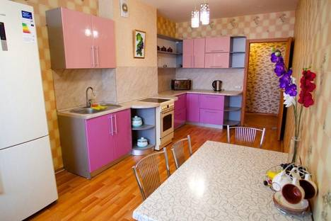 Сдается 3-комнатная квартира посуточно, Северный проезд, 16.