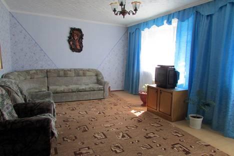Сдается 4-комнатная квартира посуточнов Яровом, ул. 40 лет Октября, д. 9.