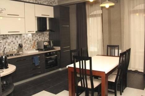 Сдается 4-комнатная квартира посуточно в Тбилиси, пл. Ладо Месхишвили, 12.