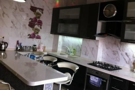 Сдается 4-комнатная квартира посуточно, пл. Ладо Месхишвили, 12.