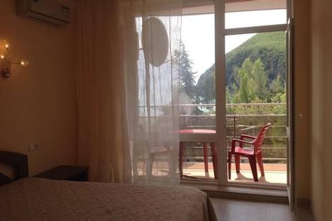 Сдается 2-комнатная квартира посуточно в Партените, ул. Прибрежная, 7.