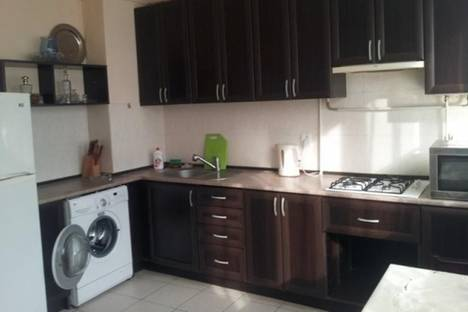 Сдается 2-комнатная квартира посуточно в Ереване, пр. Саят-Новы, 33.