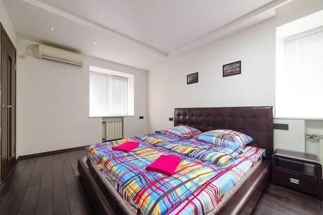 Сдается 2-комнатная квартира посуточно во Владивостоке, ул. Посьетская, 16.