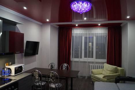 Сдается 2-комнатная квартира посуточно в Сургуте, ул. Островского   19.