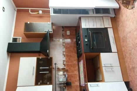Сдается 2-комнатная квартира посуточно в Новочеркасске, Первомайская, 97.