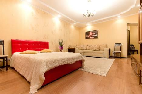 Сдается 1-комнатная квартира посуточно в Казани, ул. Чистопольская, 64.