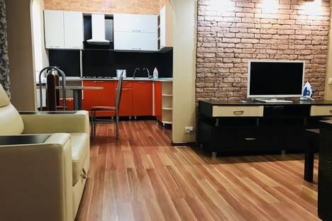 Сдается 2-комнатная квартира посуточно в Череповце, проспект Строителей, 13.