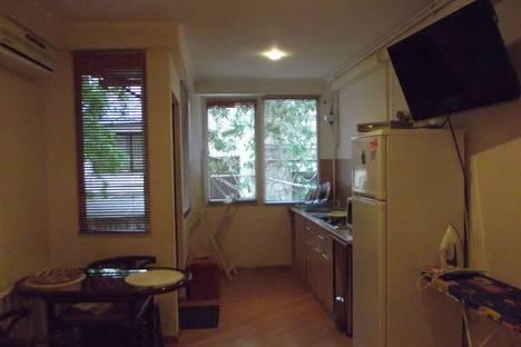 Сдается 1-комнатная квартира посуточно в Ялте, улица Чехова 19.