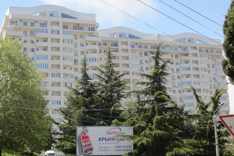 Сдается 3-комнатная квартира посуточно в Алуште, школьная 19.