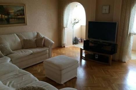 Сдается 2-комнатная квартира посуточно в Тольятти, Ленинский проспект, 35А.