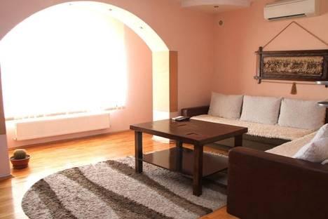 Сдается 2-комнатная квартира посуточно в Кишиневе, пр-т Штефан чел Маре, 30.