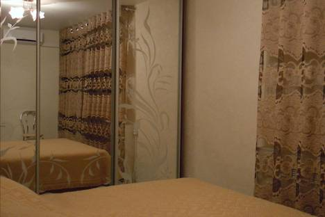 Сдается 3-комнатная квартира посуточно в Ялте, ул. Горького, д. 5.