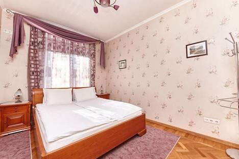 Сдается 2-комнатная квартира посуточно в Кишиневе, ул. Пушкина, 37.