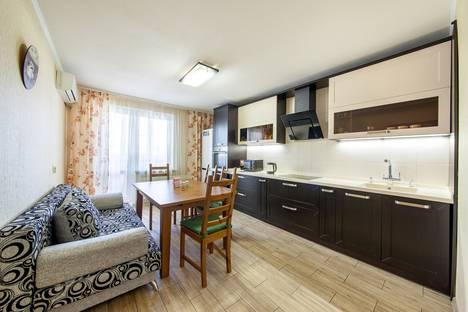 Сдается 2-комнатная квартира посуточно в Краснодаре, ул. им Атарбекова, 5/1.
