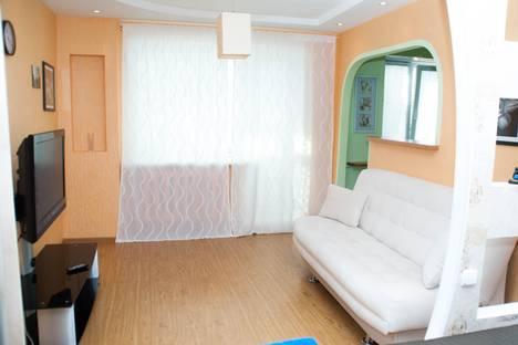 Сдается 1-комнатная квартира посуточно в Златоусте, ул. Зеленая, 7.