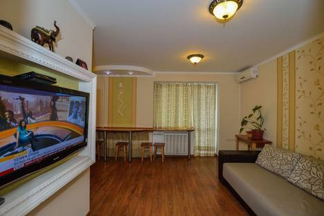 Сдается 2-комнатная квартира посуточно, Свободы 47.
