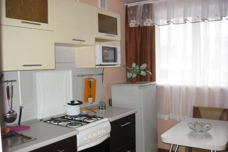 Сдается 3-комнатная квартира посуточно в Кургане, Анфиногенова 100.
