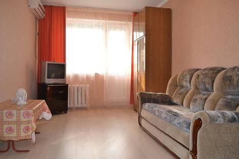 Сдается 1-комнатная квартира посуточно в Ейске, К.Маркса 93.