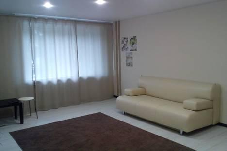Сдается 1-комнатная квартира посуточно в Нижнем Тагиле, ул. Горошникова, 72.