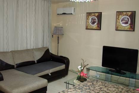 Сдается 1-комнатная квартира посуточно в Омске, проспект Комарова, 21к1.