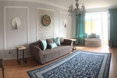 Сдается 3-комнатная квартира посуточно в Алматы, Кабанбай батыра 71 - Валиханова.