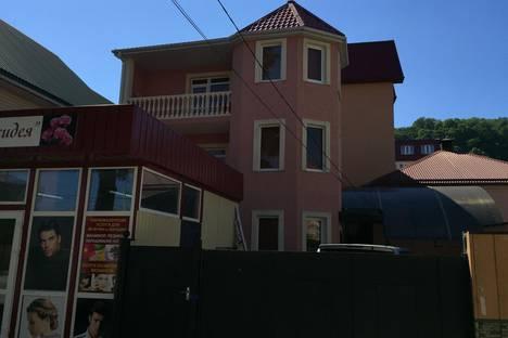 Сдается 4-комнатная квартира посуточнов Сочи, Ул мира д 9.