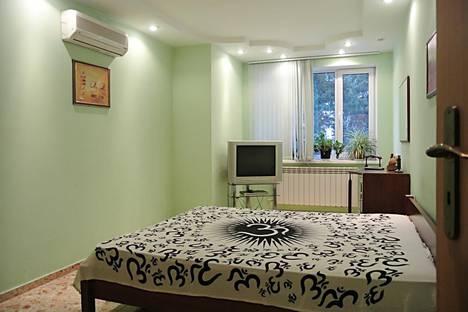Сдается 3-комнатная квартира посуточно в Ялте, Володарского, 5.