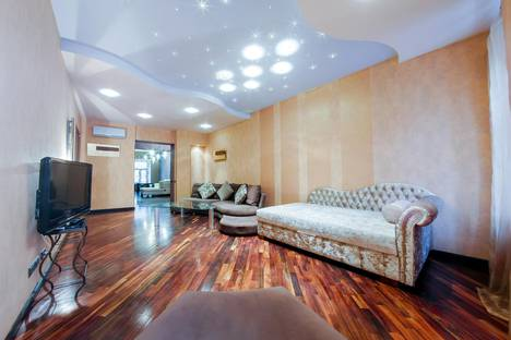 Сдается 2-комнатная квартира посуточнов Санкт-Петербурге, ул.Восстания 26.