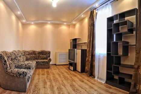 Сдается 2-комнатная квартира посуточно в Кирове, Милицейская 60.