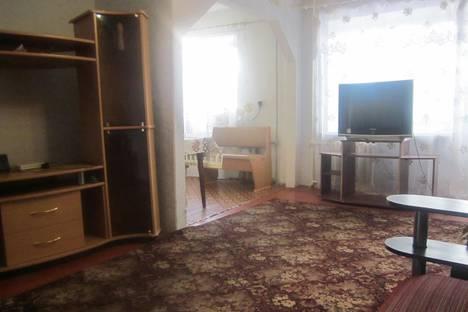 Сдается 2-комнатная квартира посуточно в Серове, ленина 177.