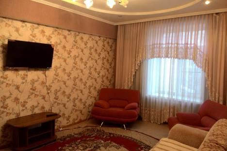 Сдается 2-комнатная квартира посуточно в Барнауле, проспект Ленина, 81.